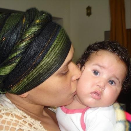 Magali precisou adiantar o parto da filha para tratar o tumor.  - Arquivo pessoal