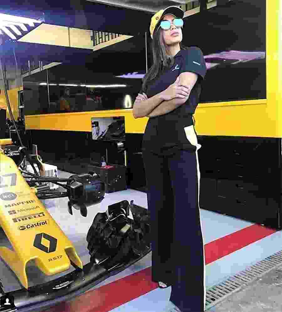 Anitta posa nos boxes da Renautl no GP Brasil de Fórmula 1 - Reprodução/Instagram