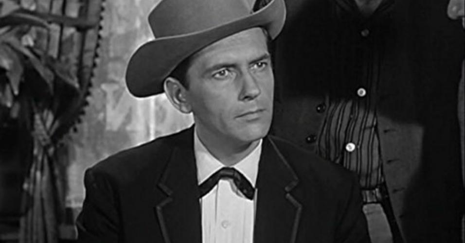 """Jack Kelly em cena na série """"Maverick"""" (1957)"""