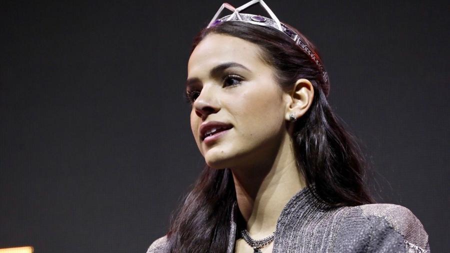 """Bruna Marquezine vai à CCXP vestida de princesa Catarina, sua personagem em """"Deus Salve o Rei"""" - Mariana Pekin/UOL"""