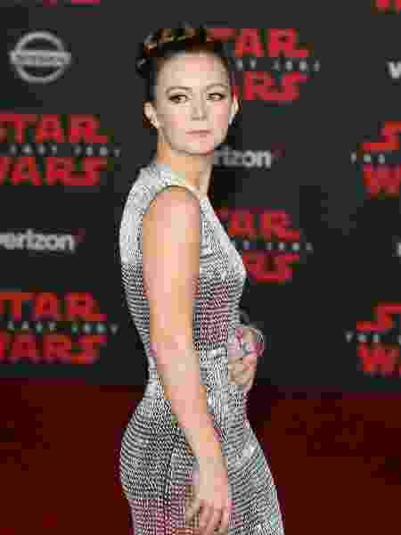 """Filha de Carrie Fisher, Billie Lourd posa no tapete vermelho de premiere do """"Star Wars: Os Últimos Jedis"""" - Reprodução"""