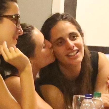 Bruna Linzmeyer com a namorada - AgNews