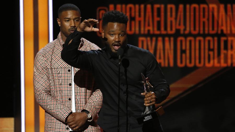 """Ator Michael B. Jordan e diretor Ryan Coogler recebem prêmio de melhor filme por """"Pantera Negra"""" no BET Awards - Reuters//Mario Anzuoni"""