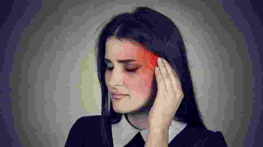 A dor de cabeça junto com febre, vômitos ou perda de movimentos é grave - Getty Images