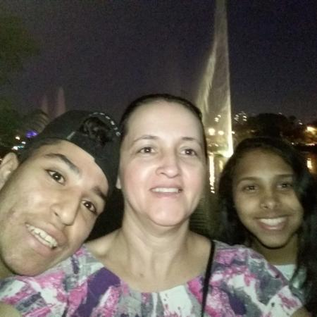 Joelma Cristina com Yuri e Vitória - Arquivo pessoal