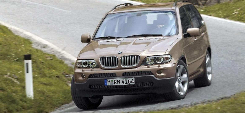 BMW X5 2004 é um dos cinco modelos convocados no recall de fevereiro por conta de airbags da Takata - Divulgação
