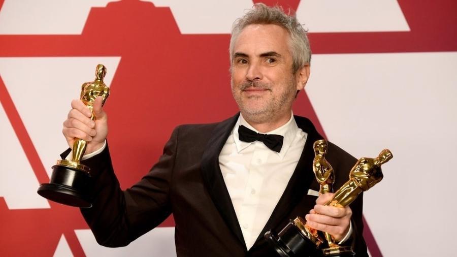 """O diretor de """"Roma"""", Alfonso Cuarón, com seus prêmios no Oscar - Getty Images"""