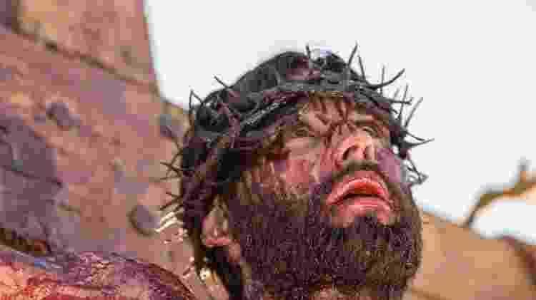Jesus (Dudu Azevedo) é crucificado  - Edu Moraes/Divulgação/Record
