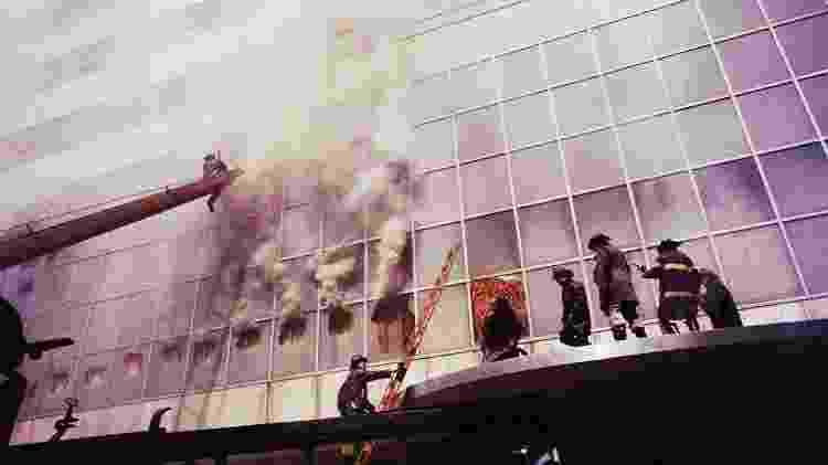 Bombeiros combatem fogo em incêndio no MoMA em 1958 - Charles Rotkin/Corbis - Charles Rotkin/Corbis