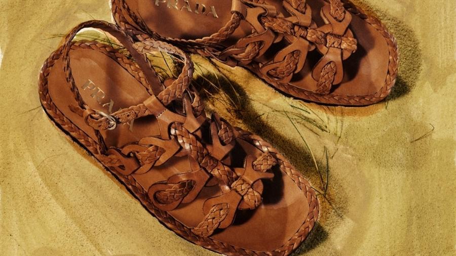 Sandálias de couro de bezerro feitas à mão com solado flat de borracha estão à venda no site da Prada por 850 euros - Divulgação