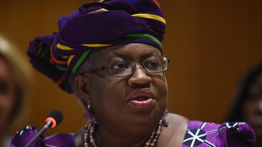 Ngozi Okonjo-Iweala, diretora-geral da OMC, declarou que as barreiras comerciais relacionadas a suprimentos médicos usados contra a covid aumentaram - Getty Images