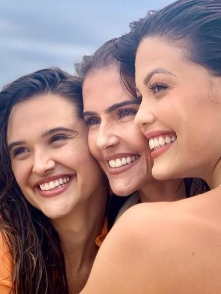O sorriso igual das atrizes Juliana Paiva (à esq.), Deborah Secco e Vitória Strada - Reprodução instagram