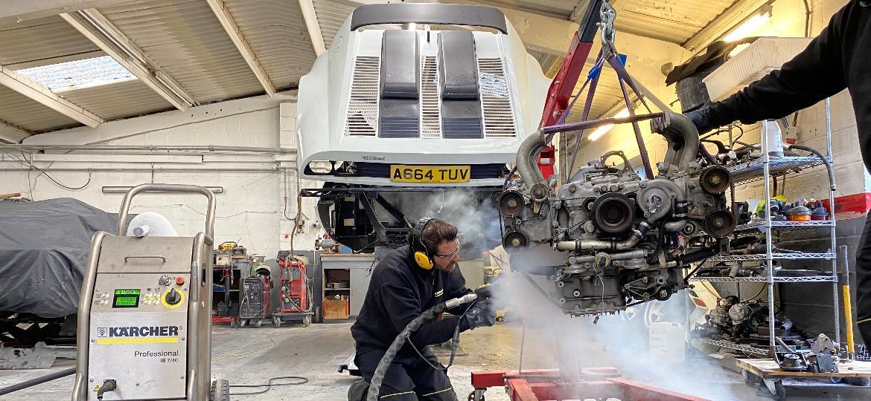 Ferrari com apenas um exemplar fabricado e 10 mil km no hodômetro passa por limpeza no motor com gelo seco na Inglaterra; expectativa é de chegar a 500 mil libras - Scoot/Divulgação