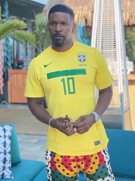 Jamie Foxx posou com a camisa da seleção brasileira - Reprodução/Instagram