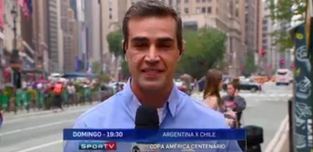 """O repórter do SporTV Alê Oliveira chamou um táxi para uma desconhecida durante o """"Redação SporTV"""" - Reprodução de TV"""