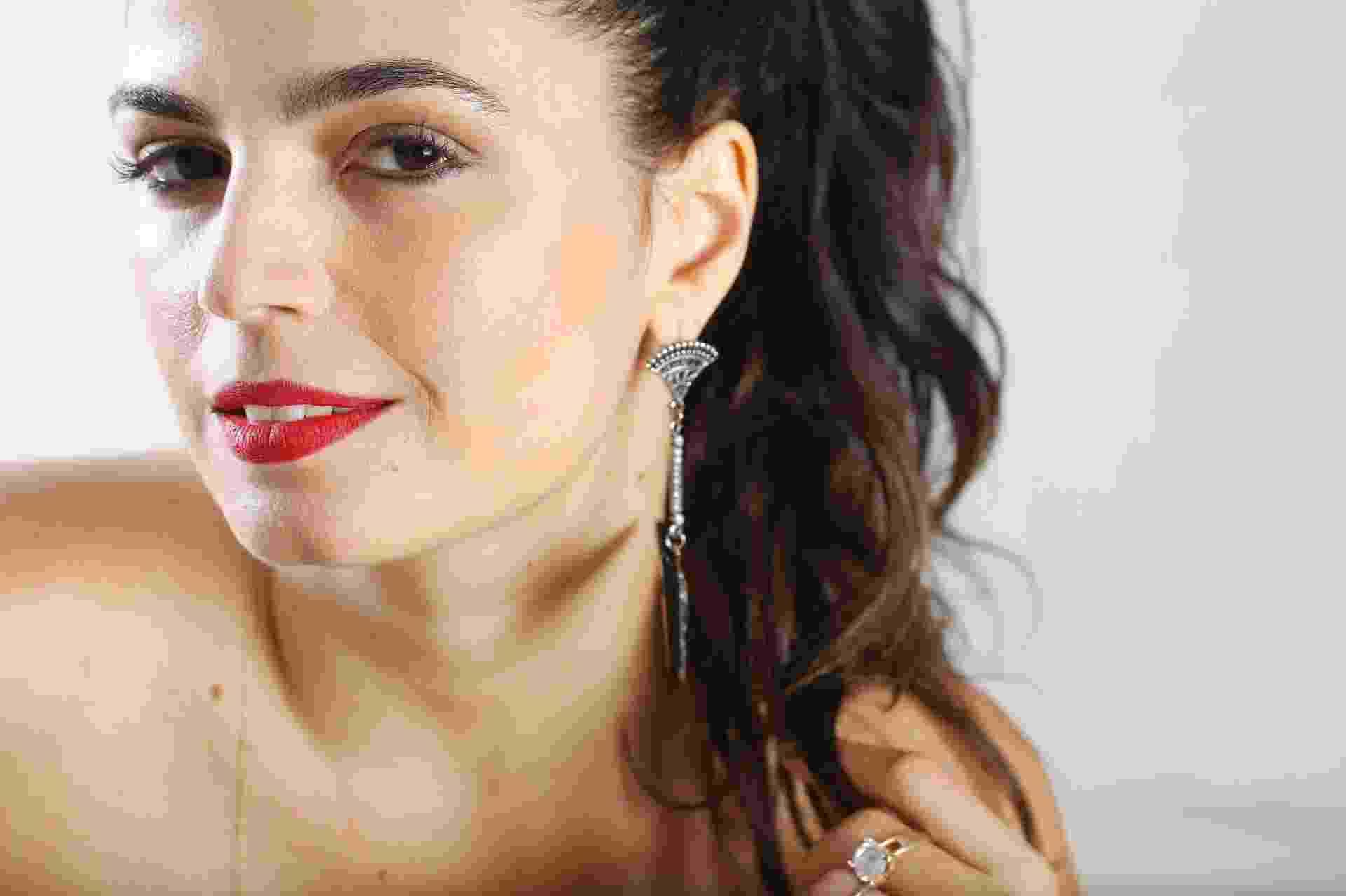 """Aos 40 anos, a cantora e atriz Emanuelle Araújo finalmente lança o primeiro disco solo """"O Problema é a Velocidade"""" - Marcos Pinto/UOL"""
