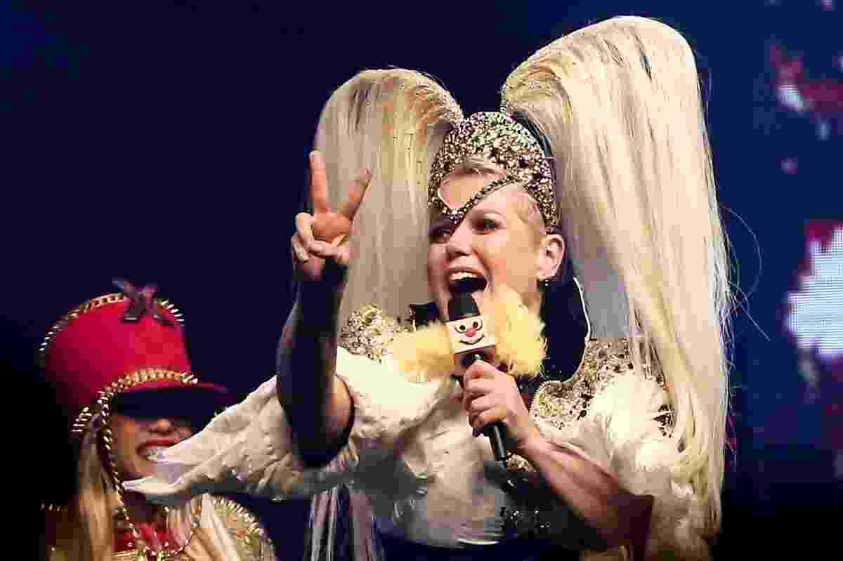 """2.dez.2016 - Com direito a nave, paquitas e até """"paquidrags"""", Xuxa traz a São Paulo seu Chá da Xuxa (versão da balada Chá da Alice), em apresentação única. Na seleção musical não ficam de fora sucessos como """"Ilariê"""", """"Lua de Cristal"""" e """"Planeta Xuxa"""" - Manuela Scarpa/ Brazil News"""