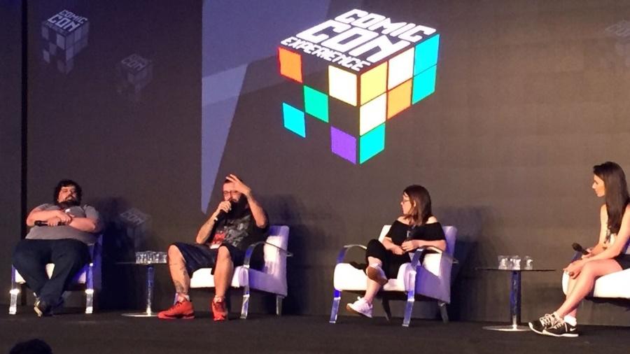 Os criadores de conteúdo Gabriel Totoro, Cauê Moura, Pathy dos Reis e Nathalia Arcuri discutem o futuro do YouTube na Comic Con Experience 2016, em São Paulo - Renata Nogueira/UOL