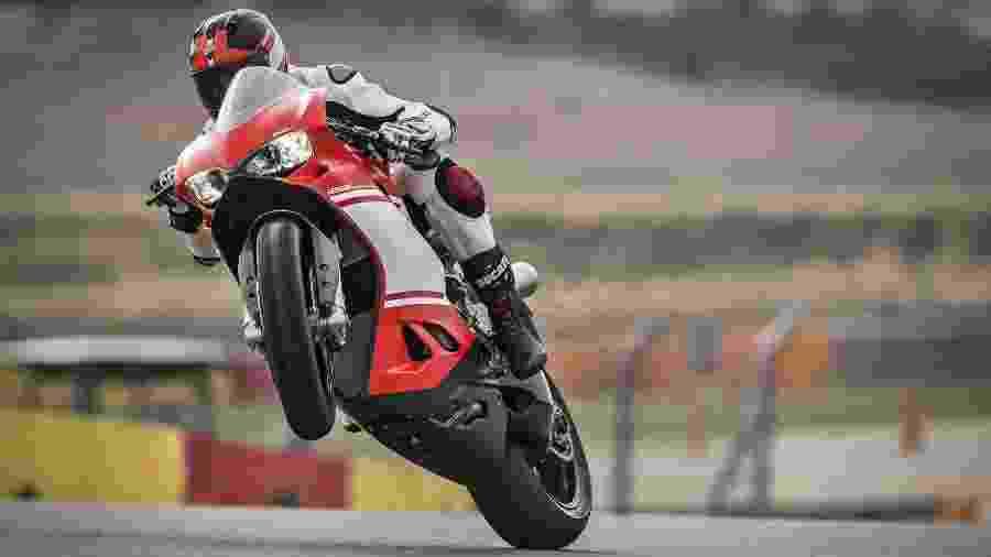 """Principal temor é que novos proprietários """"metam o bedelho"""" sobre modo italiano de criar motos como a 1299 Superleggera - Divulgação"""