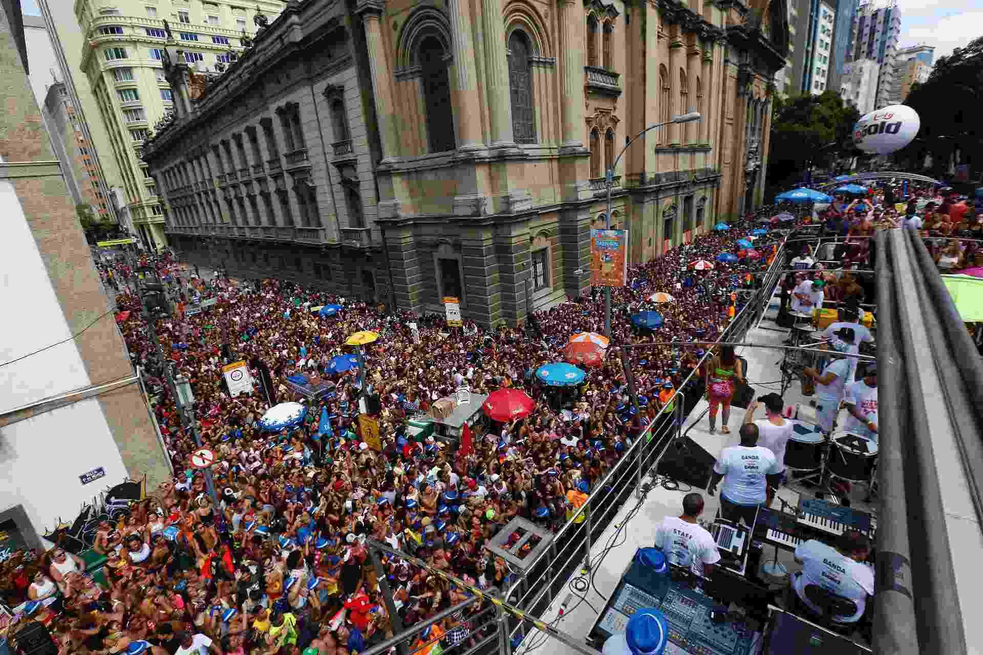 Multidão lota ruas do Centro do Rio durante o Bloco das Poderosas, comandado por Anitta - Marcelo de Jesus / UOL