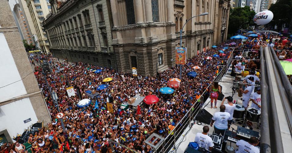 Multidão lota ruas do Centro do Rio durante o Bloco das Poderosas, comandado por Anitta