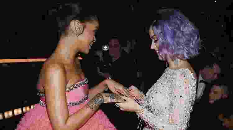 Rihanna e Katy Perry se encontram na entrega do Grammy, em 2015, na California - Getty Images - Getty Images