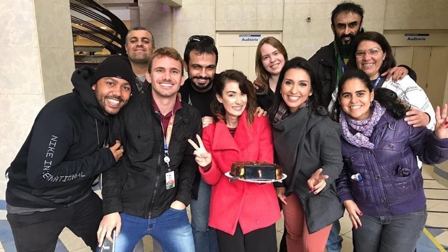 A repórter Michelle Barros, da Globo, comemora aniversário na sede da Polícia Federal, em São Paulo - Reprodução/Instagram/michellebarrosreal