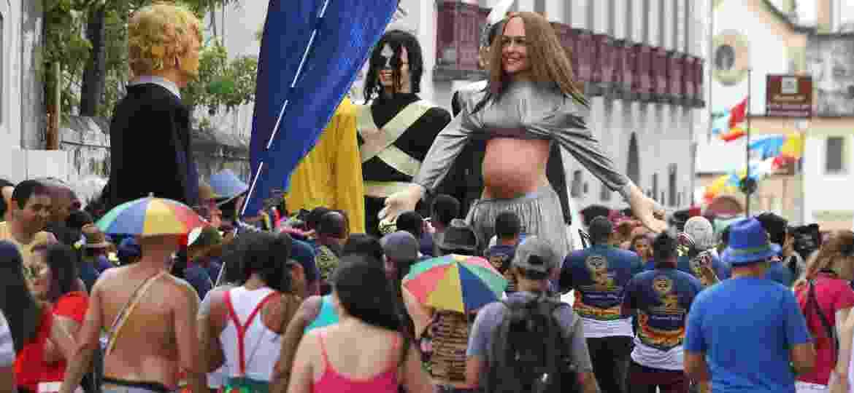 Os bonecos de Ivete Sangalo grávida, Michael Jackson e Donald Trump durante encontro dos Bonecos Gigantes em Olinda (PE) -  Marlon Costa/Futura Press/Folhapress