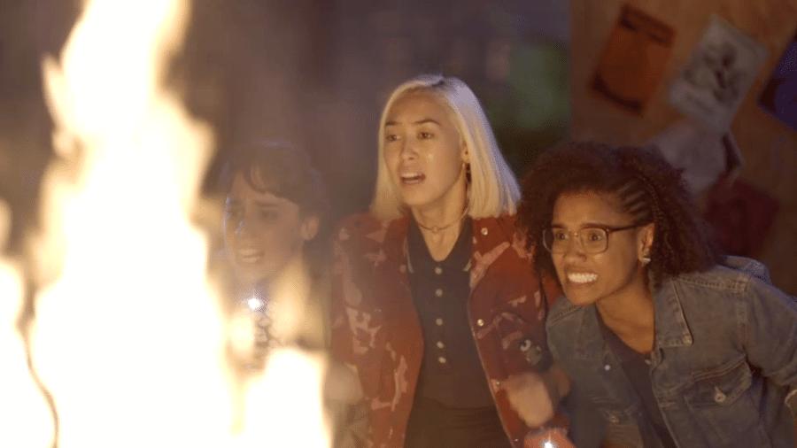 As Five se desesperam ao ver que Benê está presa entre as chamas - Reprodução/Gshow
