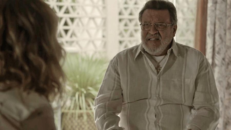 Gustavo repreende Nádia por ela se aproximar de Clara - Reprodução/Gshow