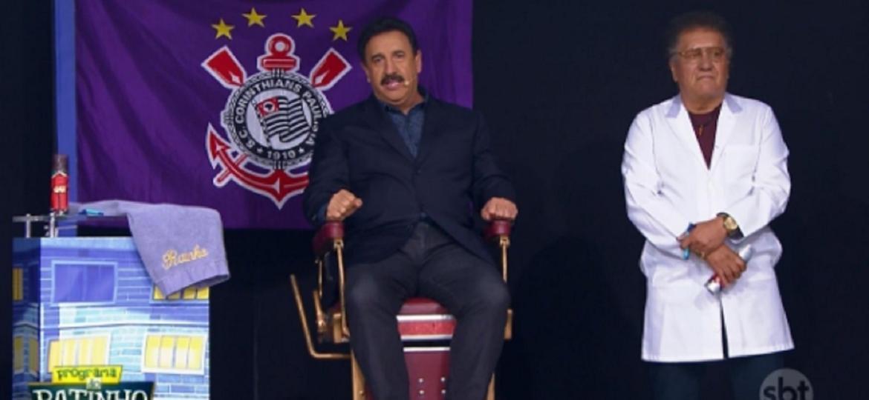 Ratinho não cumpriu a promessa de raspar o bigode durante o seu programa, ao vivo, no SBT, nesta segunda-feira (9) - Reprodução/SBT