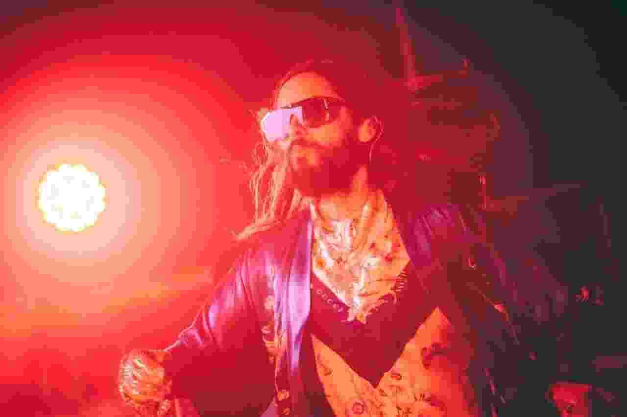 Jared Leto agita o público de São Paulo, no Espaço das Américas, no show do Thirty Seconds To Mars desta quinta-feira (27) - Stephan Solon/Divulgação