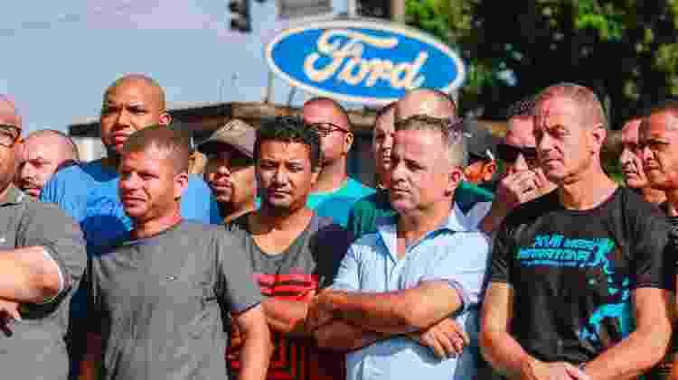 Funcionários da Ford realizam um protesto em frente ao portão de entrada da montadora, em São Bernardo do Campo (SP), na manhã desta quinta-feira (21), contra o anúncio de fechamento da fábrica. O grupo irá concentrar sua produção na fábrica de Camaçari (BA), que recebeu vários incentivos no período da construção, em 2001, e conseguiu, no fim do ano passado, a prorrogação até 2025 do regime automotivo para o Nordeste, que concede benefícios fiscais - MARCELO GONCALVES/SIGMAPRESS/ESTADÃO CONTEÚDO - MARCELO GONCALVES/SIGMAPRESS/ESTADÃO CONTEÚDO