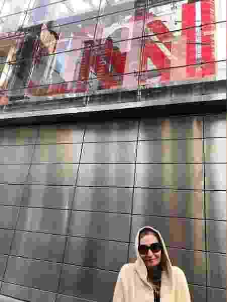 Sonia Abrão posa em frente à CNN - Reprodução/Instagram