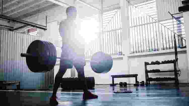 Exercício com barra, musculação - iStock - iStock