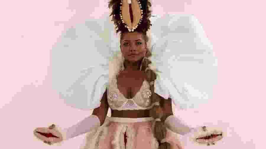 Gaby Amarantos posa com vestido decorado de figuras de órgãos sexuais femininos - Reprodução/Instagram