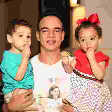 Anderson e seus filhos em festa - Arquivo pessoal - Arquivo pessoal