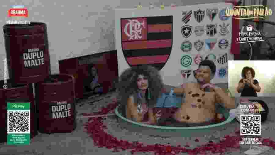 Babu Santana com a namorada, Tatiane, em ofurô durante live - Reprodução