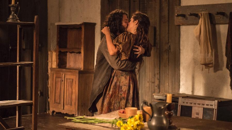 Hugo e Elvira se beijam - Globo/Mauricio Fidalgo