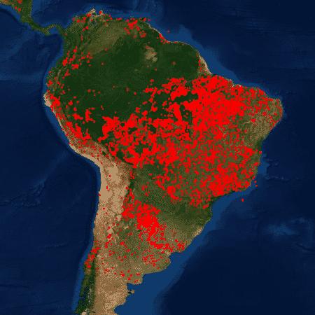 Imagem de satélite da Nasa mostra focos de fogo ativo (pontos vermelhos) neste momento no Brasil - Nasa