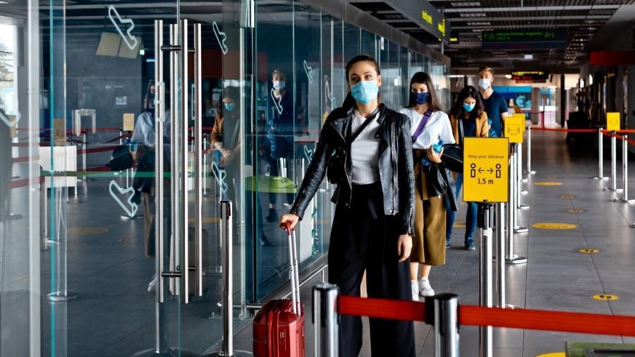 Viajantes internacionais devem ter o teste negativo para a covid-19, realizado nas 72 horas anteriores à viagem, e também cumprir a quarentena de dez dias - Getty Images