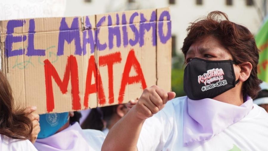 Feministas em Lima, no Dia internacional da eliminação da violência contra mulher, em novembro deste ano - Fotoholica Press/Fotoholica Press/LightRocket via Getty Images