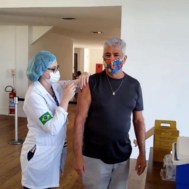 Lulu Santos é vacinado contra covid-19 - Reprodução/Instagram