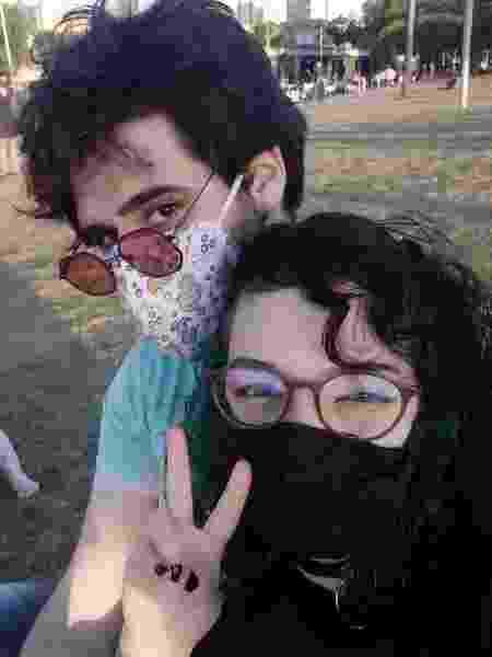 Laura e Pablo - Como nós dois tínhamos experiências anteriores em relacionamentos não-monogâmicos foi bem tranquilo como o nosso relacionamento se desenvolveu, diz Laura. - Arquivo pessoal - Arquivo pessoal