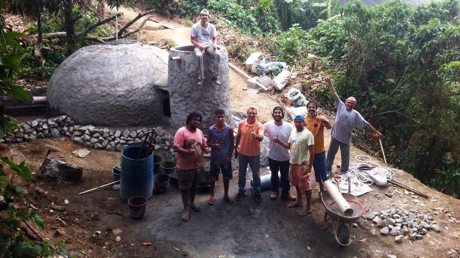 Construção do biodigestor na comunidade do Vale Encantado (RJ) - Arquivo Pessoal