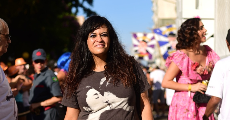31.jan.2016 - A cantora Tulipa Ruiz participa do desfile do bloco Acadêmicos do Baixo Augusta, em São Paulo.