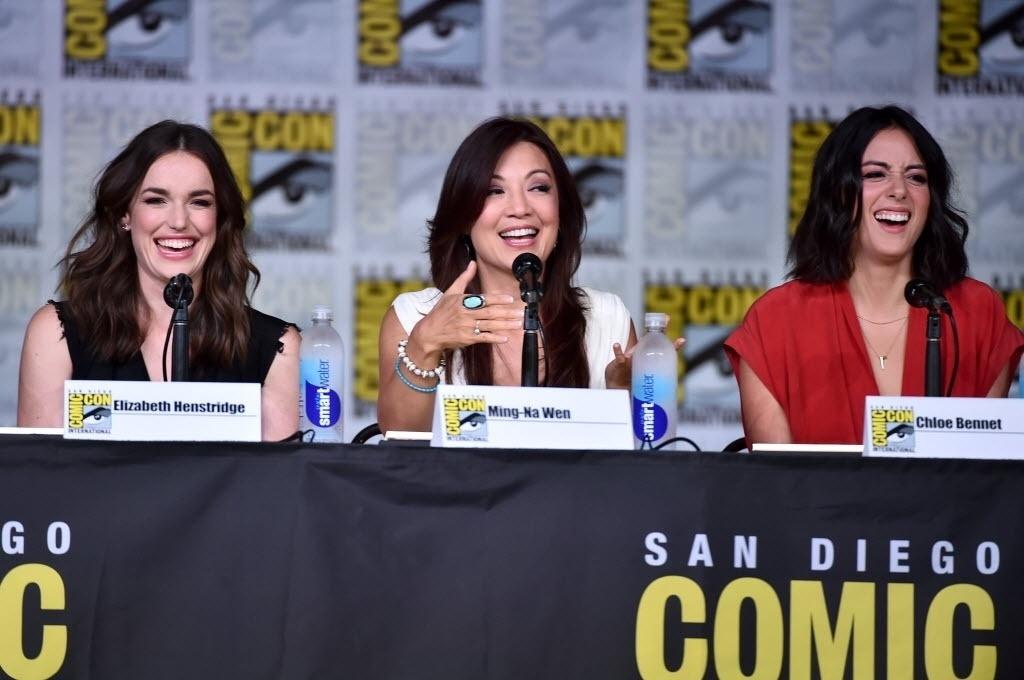 22.jul.2016 - Elizabeth Henstridge, Ming-Na Wen e Chloe Bennet: elenco feminino de