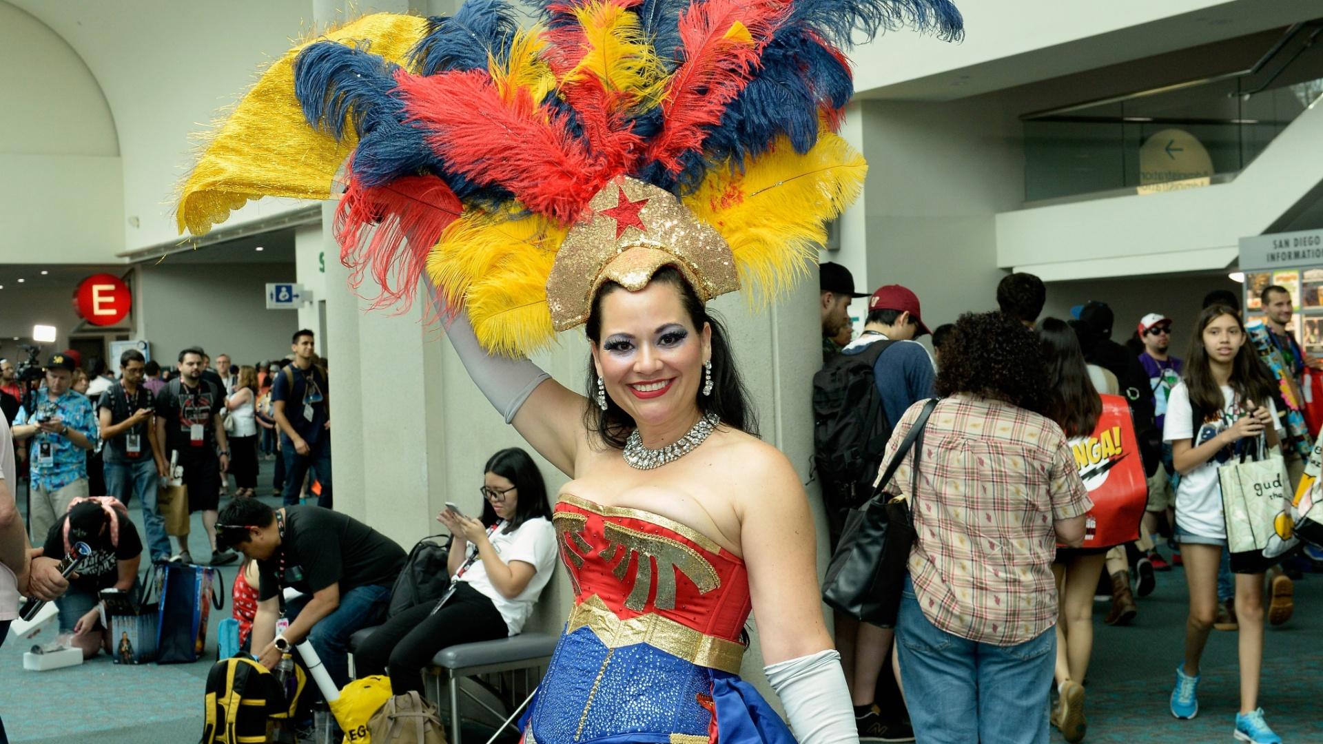 23.jul.2016 - Calma lá! É Carnaval ou Comic-Con? Não importa: de qualquer forma, essa Mulher Maravilha caprichou no visual