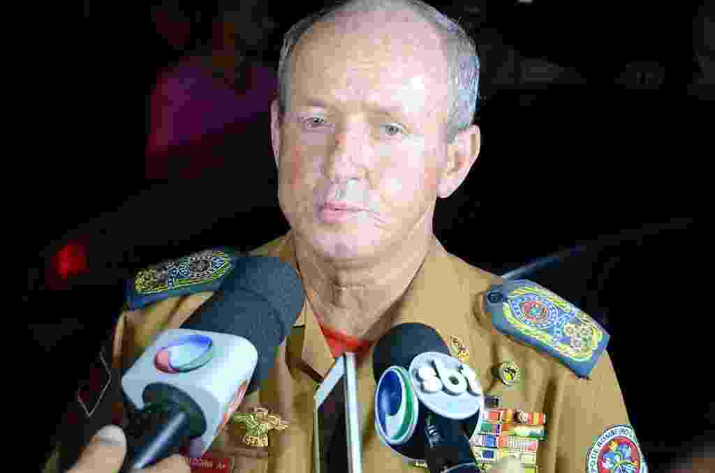 O comandante do Corpo de Bombeiros de Sergipe, Reginaldo Dória,concede entrevista coletiva - Beto Macário/UOL