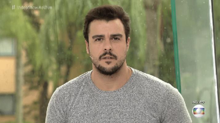 23.nov.2016 - Joaquim Lopes assiste reportagem sobre a filha de Thaís Fersoza, sua ex-mulher